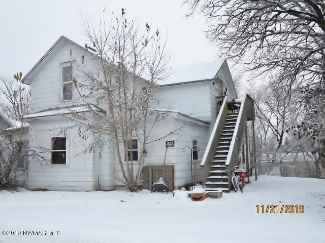 324 Riverside Avenue S, Thief River Falls, MN 56701
