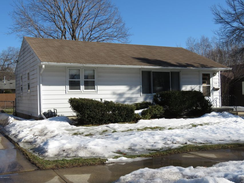 704 16th,Rochester,Minnesota 55906,2 Bedrooms Bedrooms,2 BathroomsBathrooms,Single family residence,16th,4077156