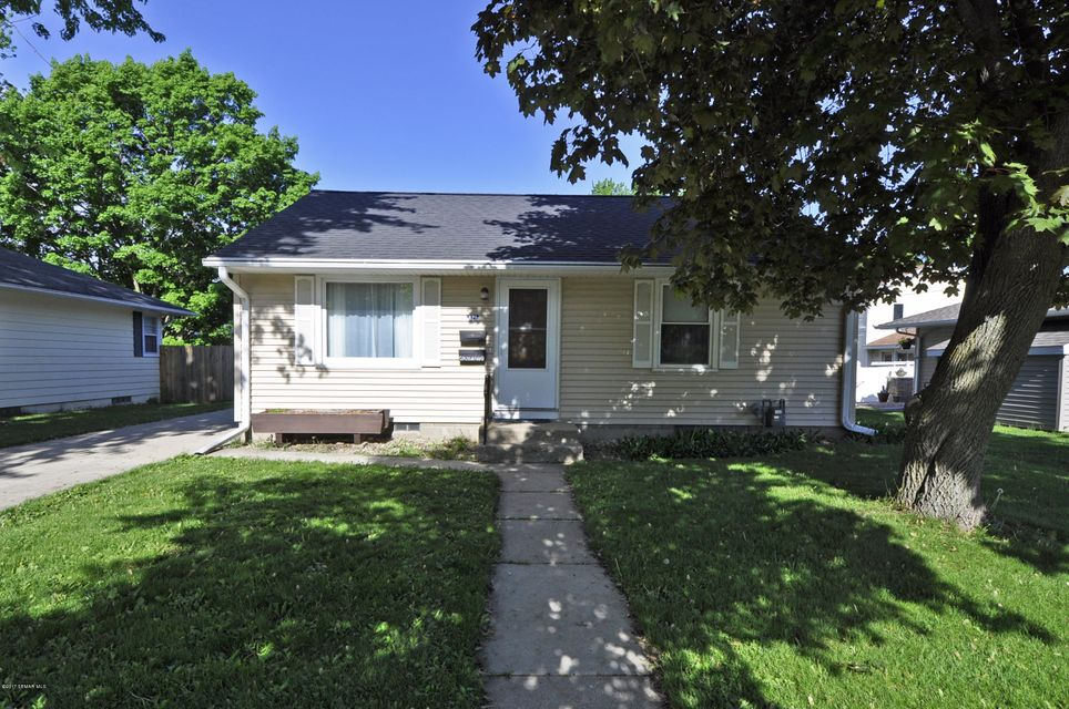 821 18th,Rochester,Minnesota 55906,2 Bedrooms Bedrooms,1 BathroomBathrooms,Single family residence,18th,4079964