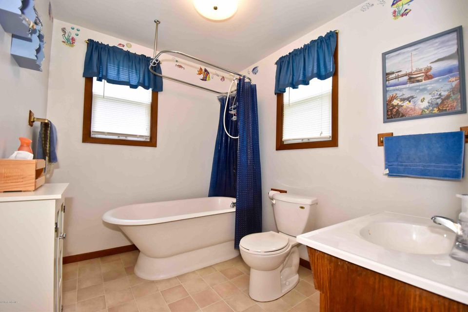 522 10th,Winona,Minnesota 55987,3 Bedrooms Bedrooms,2 BathroomsBathrooms,Single family residence,10th,4079974