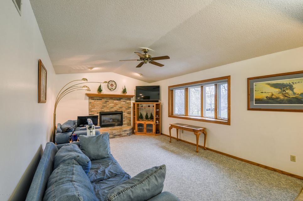 943 Northern Valley,Rochester,Minnesota 55906,5 Bedrooms Bedrooms,4 BathroomsBathrooms,Single family residence,Northern Valley,4082679