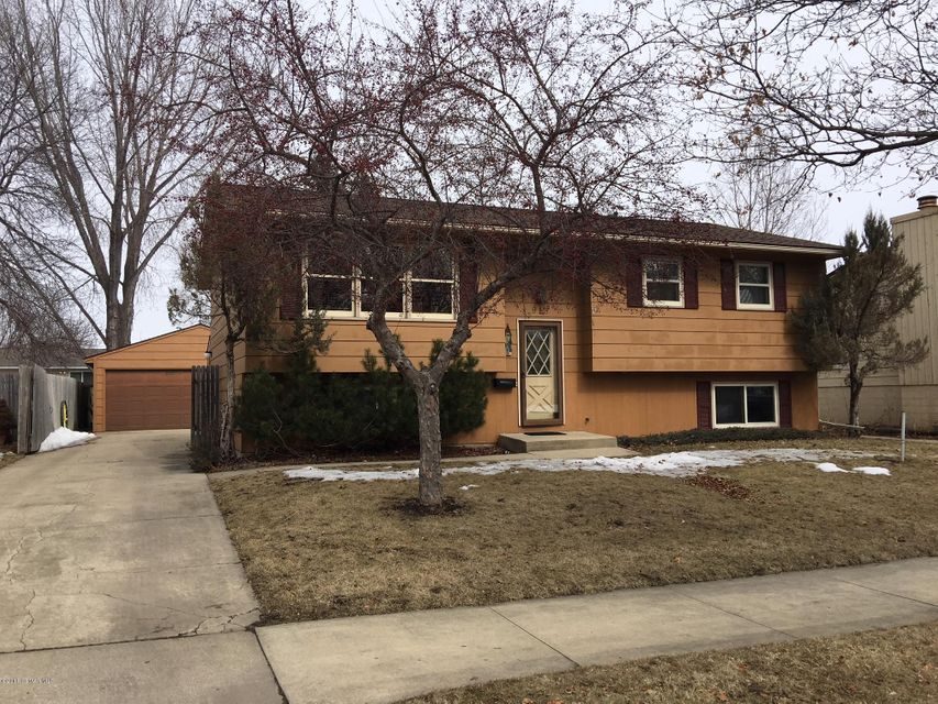 915 19th,Rochester,Minnesota 55904,3 Bedrooms Bedrooms,2 BathroomsBathrooms,Single family residence,19th,4086276