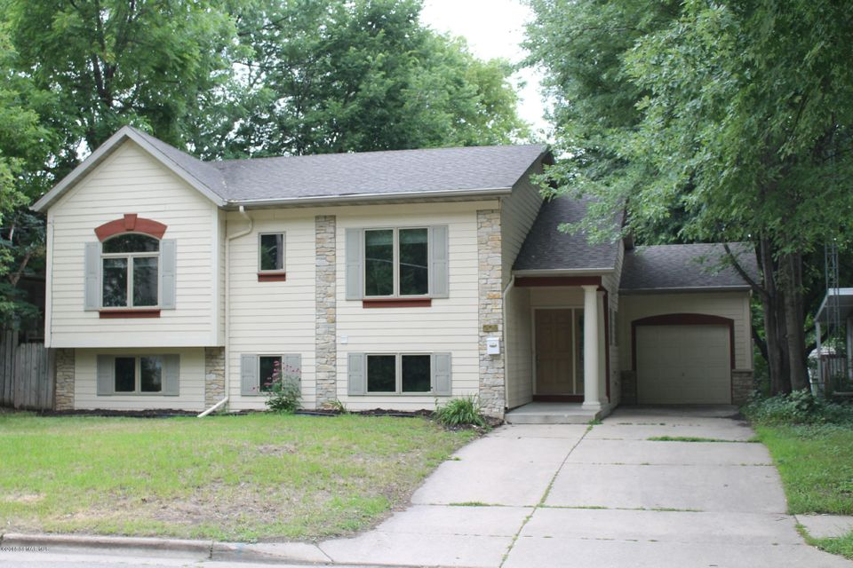 903 14th,Rochester,Minnesota 55902,4 Bedrooms Bedrooms,3 BathroomsBathrooms,Single family residence,14th,4090315