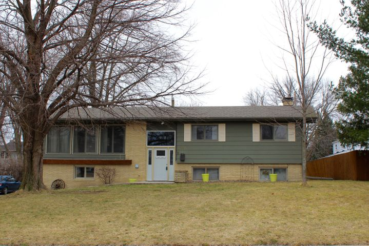 1011 Rolling Green Drive, Owatonna, MN 55060