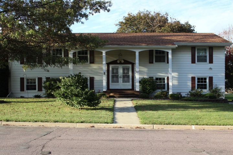 211 E Cabot Street, LeRoy, MN 55951