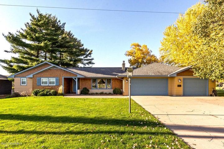 1104 W Lyon Avenue, Lake City, MN 55041