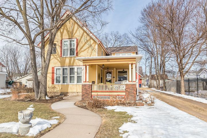 312 W Lyon Avenue, Lake City, MN 55041