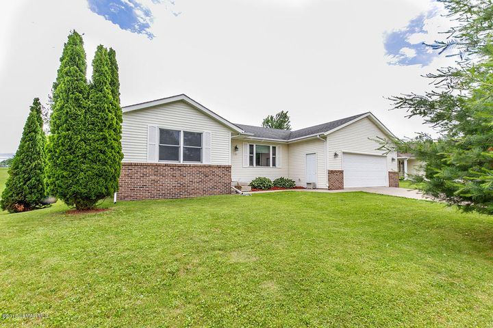 635 6th Street NW, Plainview, MN 55964