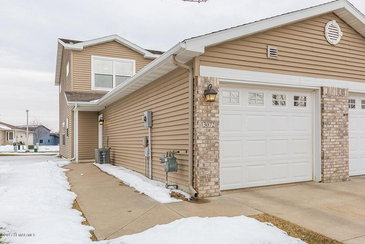 3072 River Falls Court NW, Rochester, MN 55901