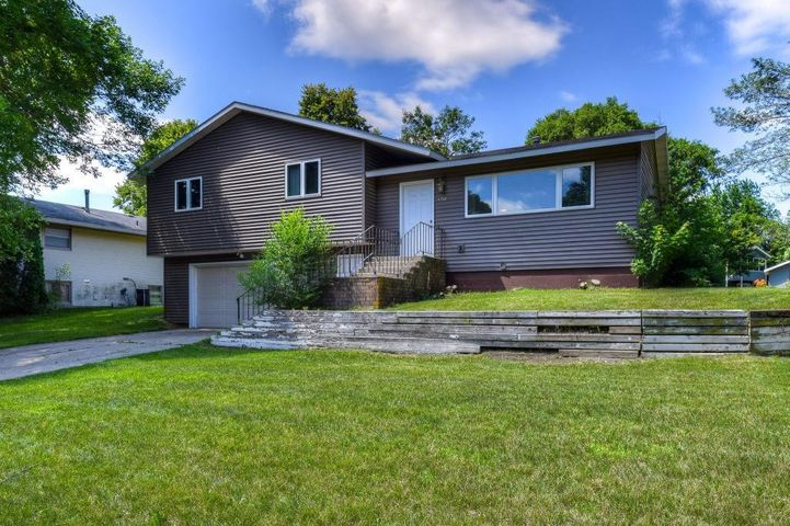 1718 Riggs Road, MN 56082