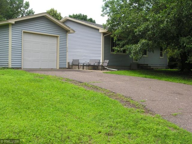 510 Hillock Court NW, Isanti, MN