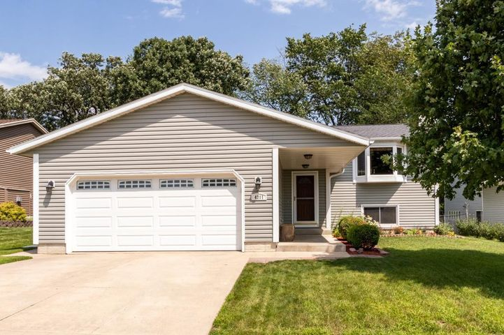 4211 Sapphire Lane NW, Rochester, MN 55901