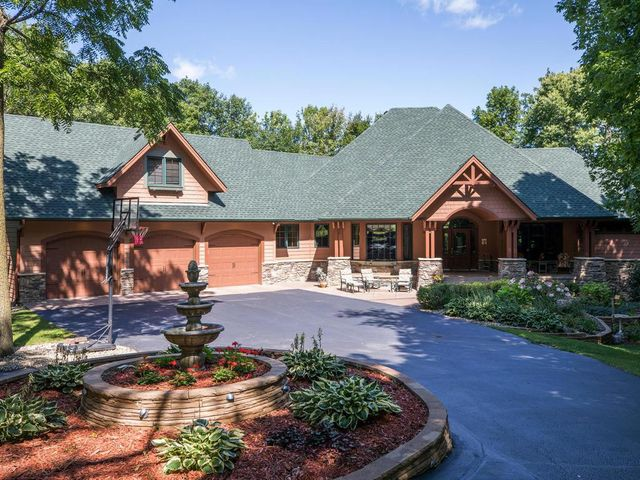 2052 Leavitt Woods Lane, Shakopee, MN 55379
