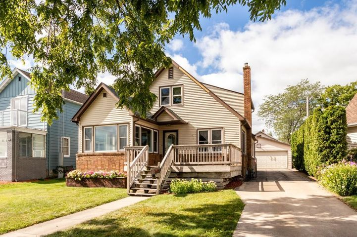 814 S Lakeshore Drive, Lake City, MN 55041