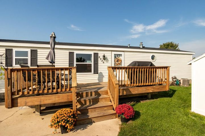 Home for sale 4226 Daisy Ave Rochester, MN 55904 Deck
