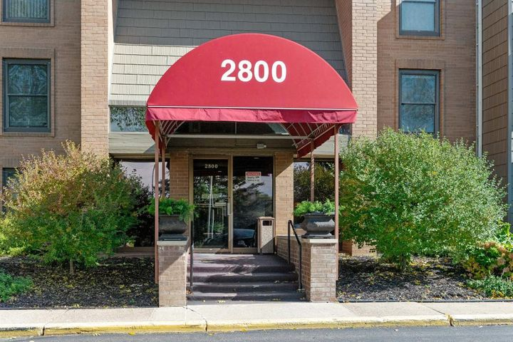 2800 Hamline Avenue N, Roseville, MN 55113