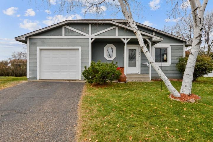 560 Lincoln Circle NW, Elk River, MN 55330