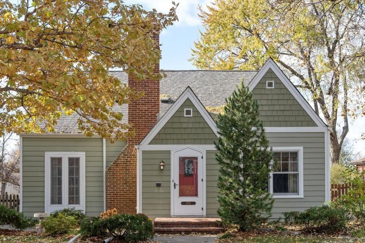 Welcome HOME to 4728 11th Ave S, Shenandoah Terrace.