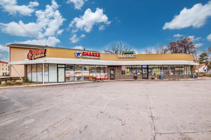 2425 W Broadway Ave Minneapolis-0-large-Front Exterior (1)