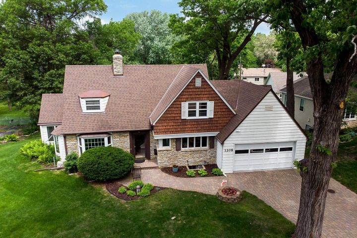 Charming Cape Cod home in great location!!