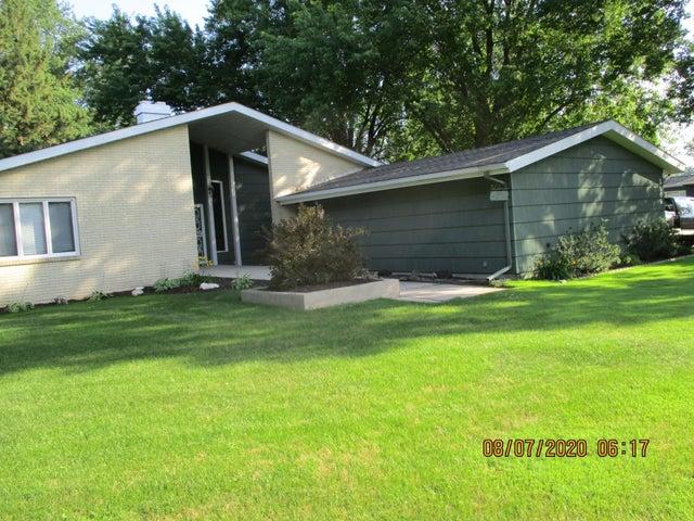 2106 10th Place NE, Austin, MN 55912