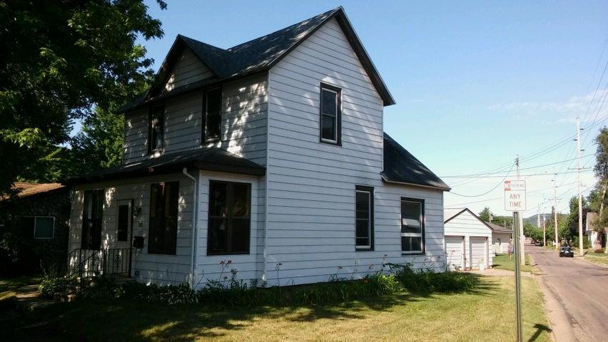 573 Wacouta Street, Winona, MN 55987
