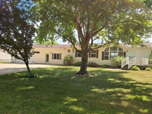 271 N Pine Street, Dexter, MN 55926
