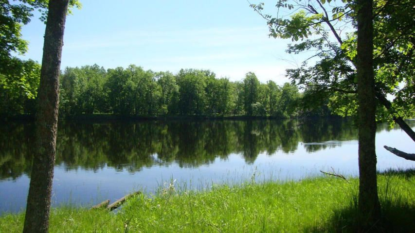 Access to the Menominee River