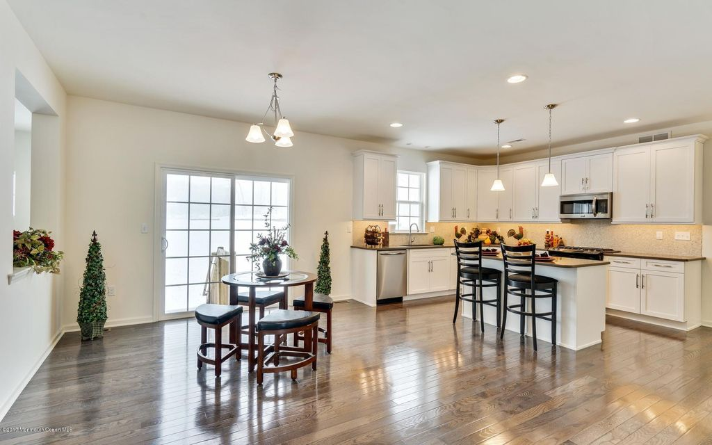 5 Rolling Meadows Court, Upper Freehold, NJ, 08501 - SOLD LISTING ...