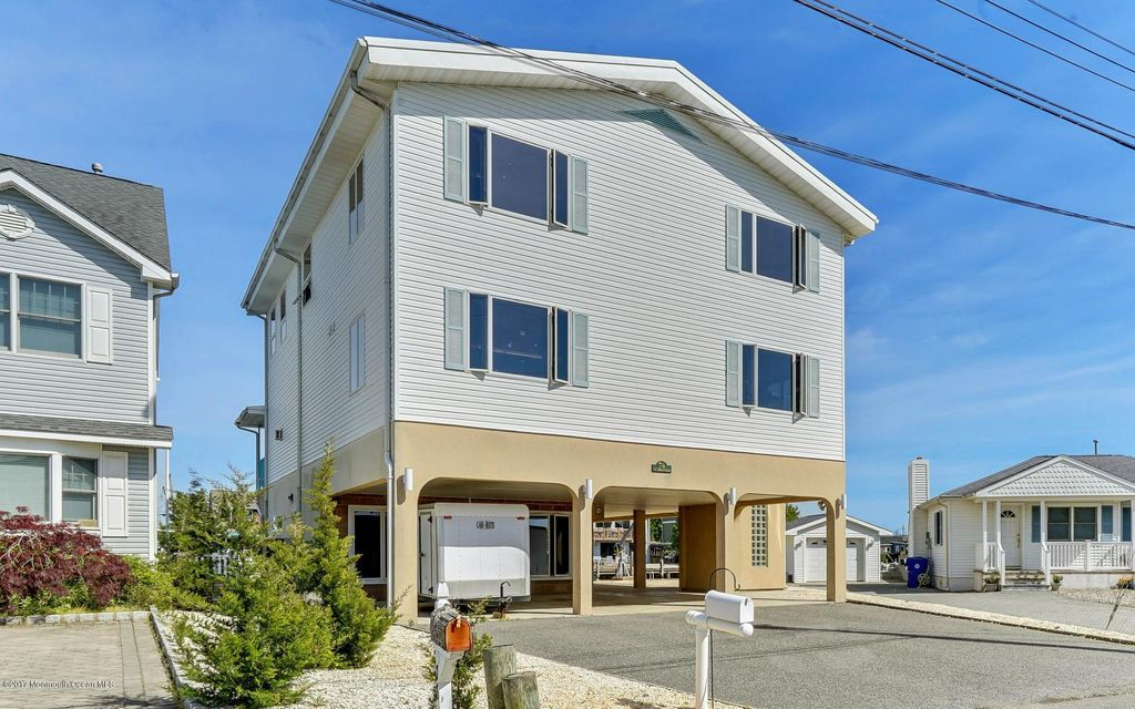 Waterfront homes for sale in brick baywood for Jersey shore waterfront homes for sale