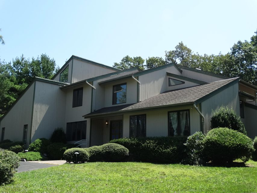 72 Windsor Drive, Eatontown, NJ 07724
