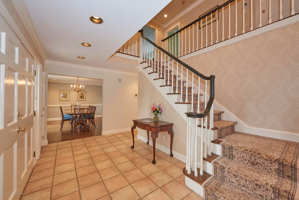 Foyer & Stairway