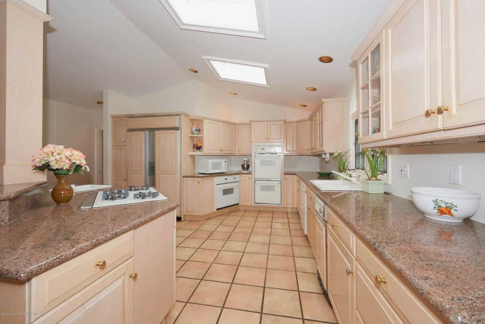 Kitchen counters and Appliances