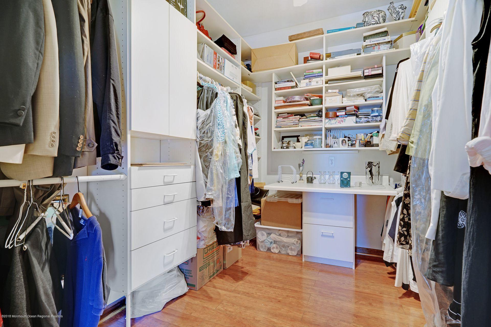 1st fl BR walkin closet