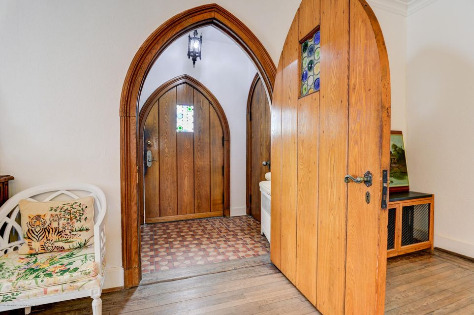 006_Front Entry