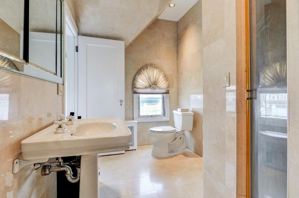032_Full Bath