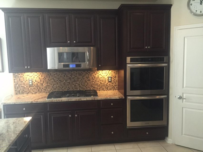 Kitchen double ovens, microwave and cook