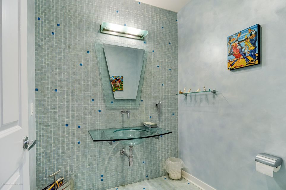 019_Powder Room