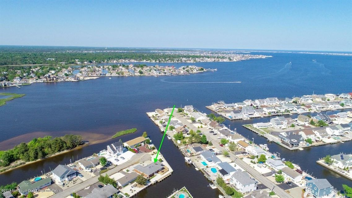 Toms River Waterfront Homes for Sale in Snug Harbor