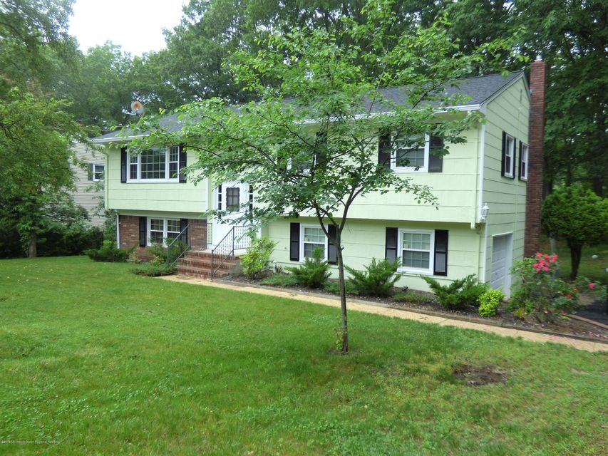 Real Estate UNDER CONTRACT - 9 Windsor Drive, Eatontown, NJ