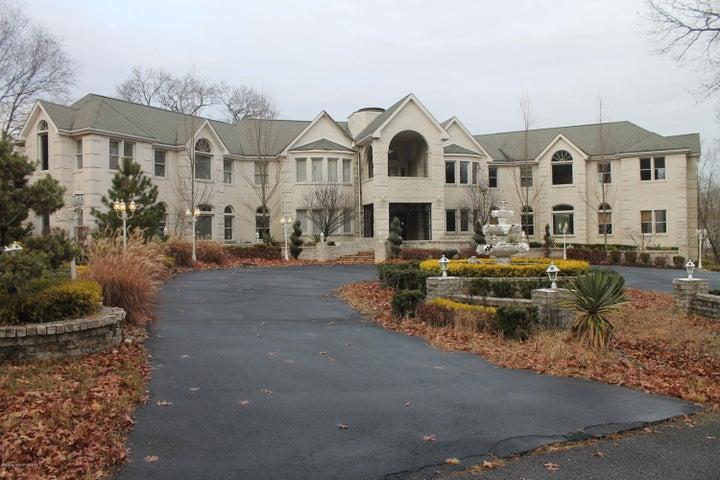 7 Walden Court, Manalapan, NJ 07726