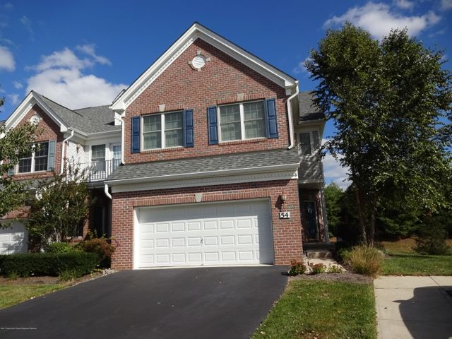 Stunning & Immaculate end unit Temple w/daylight finished basement with privacy on side and back.