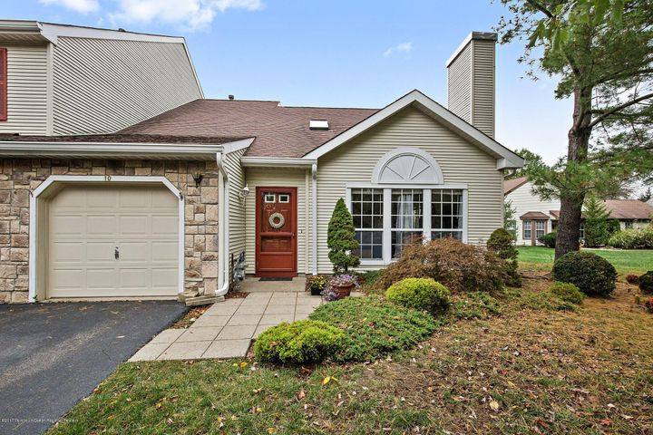 10 Madison Court, Manalapan, NJ 07726