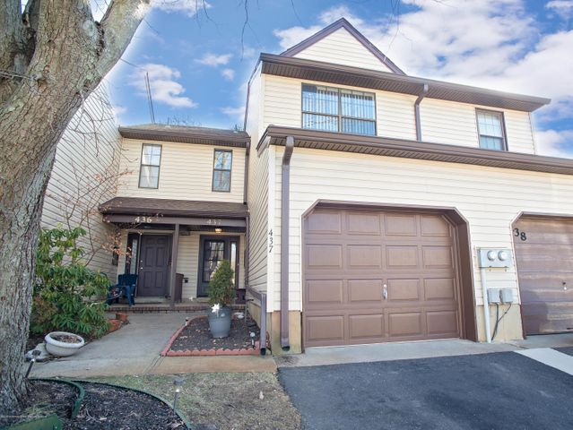 437 Oak Knoll Drive, Manalapan, NJ 07726