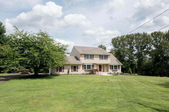 A beautiful home in a quiet country setting! Welcome to 73 Hillsdale Road!