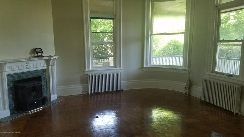 3,600SF House for annual rental. Just touched up ready for the summer. Flexible landlords ready to cater to your needs. Huge backyard, lovely porch, it has everything! Close to beach, main roads, and right off Brighton Avenue.