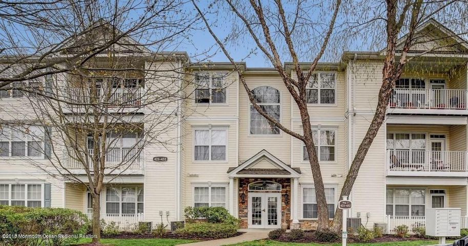 426 St Andrews Place, Manalapan, NJ 07726