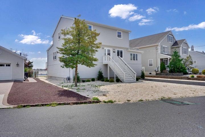 139 Pinewood Road, Toms River, NJ 08753