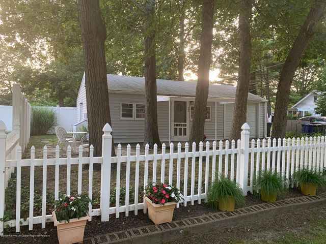600 Monmouth Avenue, rear Cottage, Spring Lake Heights, NJ 07762