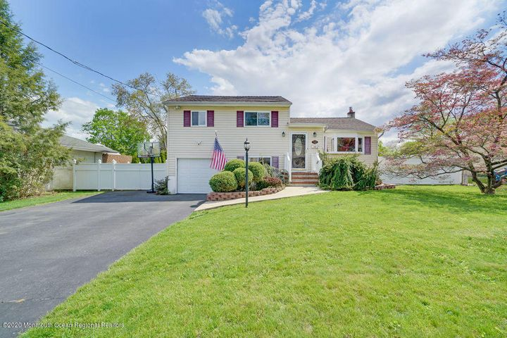 13 Koenig Lane, Freehold, NJ 07728
